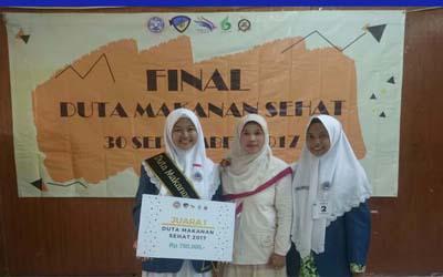 MAN 2 Gresik menjadi Juara I Duta Makanan Sehat di Fakultas Kesehatan Masyarakat UNAIR Surabaya, yang digelar 30 September 2017.